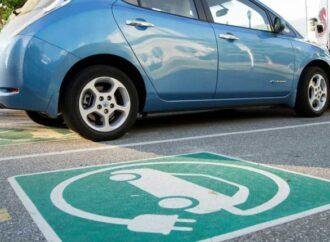 В Украине владельцы электромобилей получат «зеленые» номера и отдельные парковки