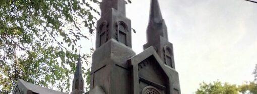 Что произошло в Одессе 12 октября: памятник костелу и дверная «консерва»