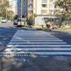 В Одессе у пешеходных переходов появились пластиковые мальчики (фото) (видео)