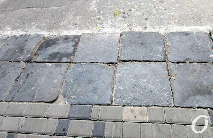 В Одессе нашли уникальную плитку во дворе «дома с тремя адресами» (фото)