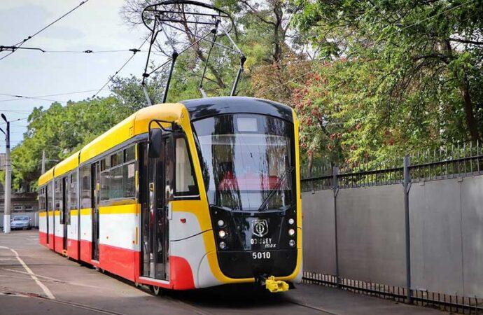 В одесских трамваях и троллейбусах можно будет расплатиться за проезд смартфоном (видео)