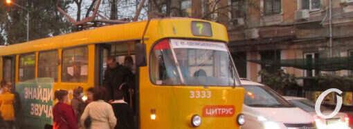 Одесские очереди на трамвайных остановках: что изменилось? (фото)