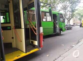 В Одессе на проспекте Шевченко троллейбус «догнал» маршрутку и создал огромную пробку (фото)