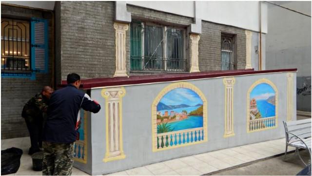 В многоэтажке под Одессой появился греческий подъезд