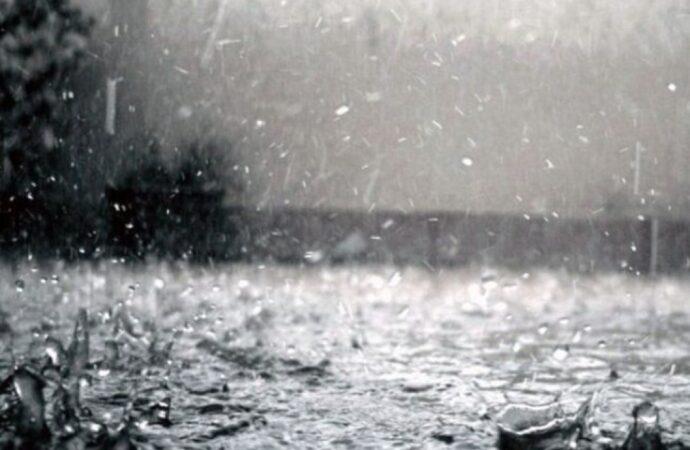 Первый проливной осенний дождь в Одессе: несколько улиц затопило (видео)