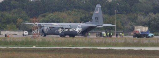 В аэропорту Одессы экстренно сел американский военный самолет