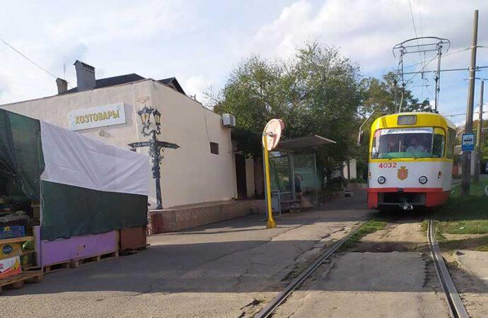 Таировский парадокс: на юге Одессы нет очередей на остановках (фото)