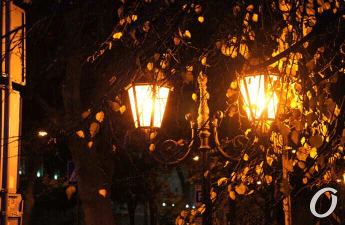 Огни вечерней Одессы: как выглядит Пушкинская с наступлением темноты (фоторепортаж)