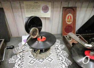 В Одессе зазвучал первый в мире 100-летний плеер (фото)