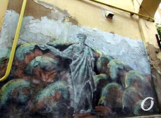 Дюк, маяк и пушка: в старом одесском дворе – давний-давний стрит-арт (фото)
