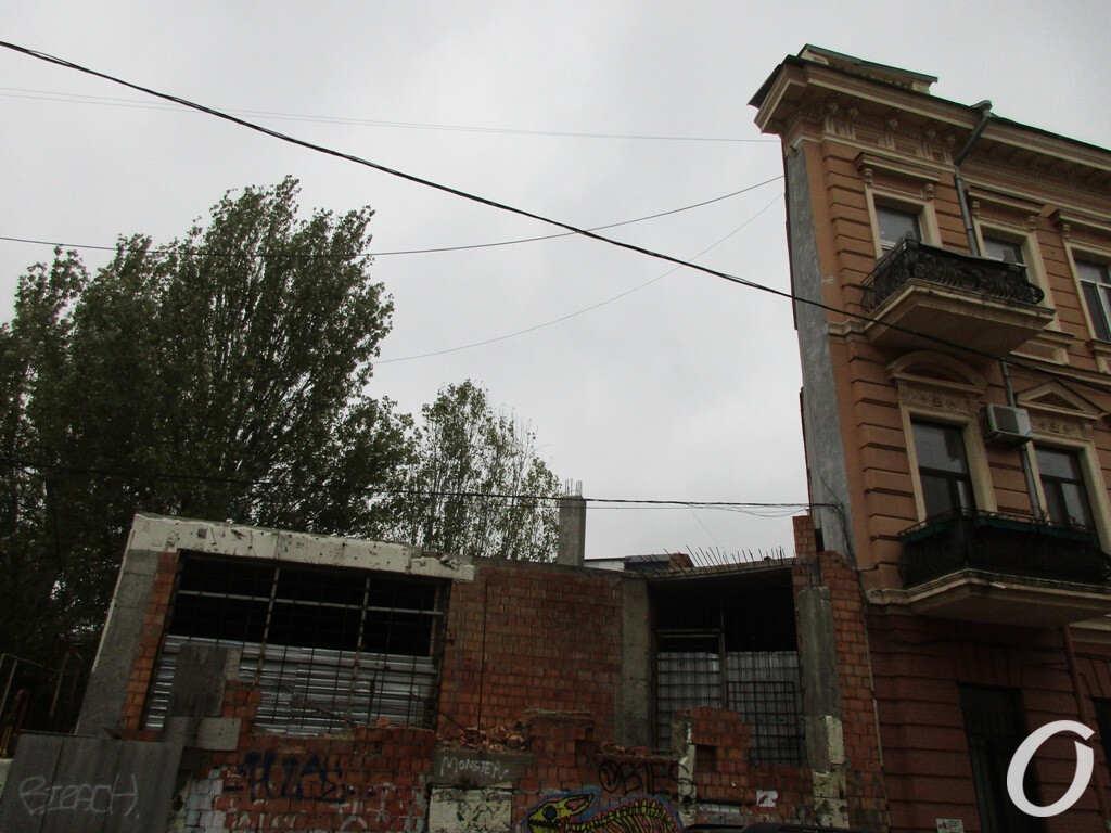 дом-стена и недострой