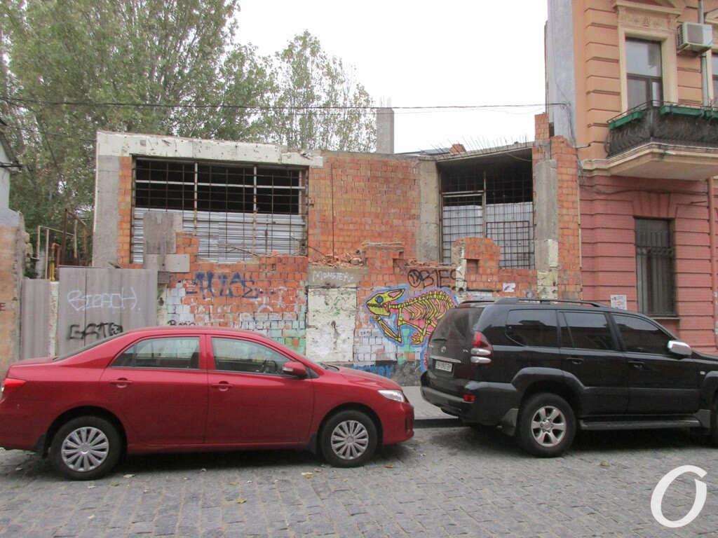 недострой возле дома-стены в Одессе