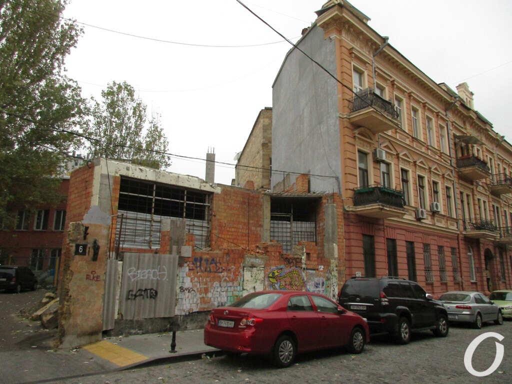 скандальный недострой возле одесского дома-стены