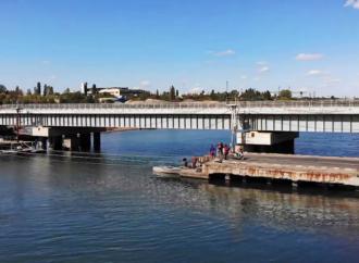 Служба автодорог показала, как строят мост через Сухой Лиман под Одессой (видео)