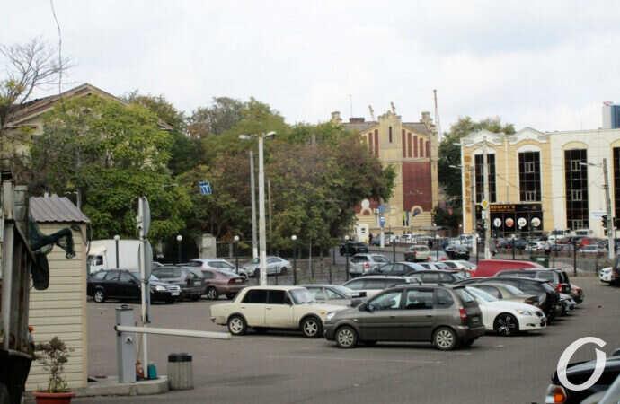 Таможенная площадь в Одессе: стечение улиц и переулков, обилие памятников и заброшки (фото)