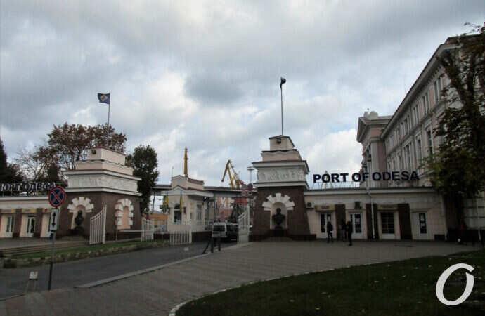 Новая жизнь старой Одессы: памятники и «заброшки» Таможенной площади (видео)