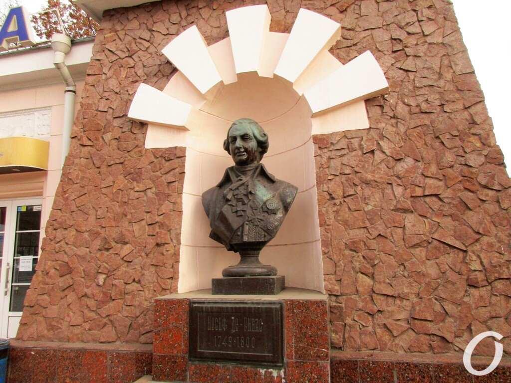 памятник Дерибасу в Одессе, порт