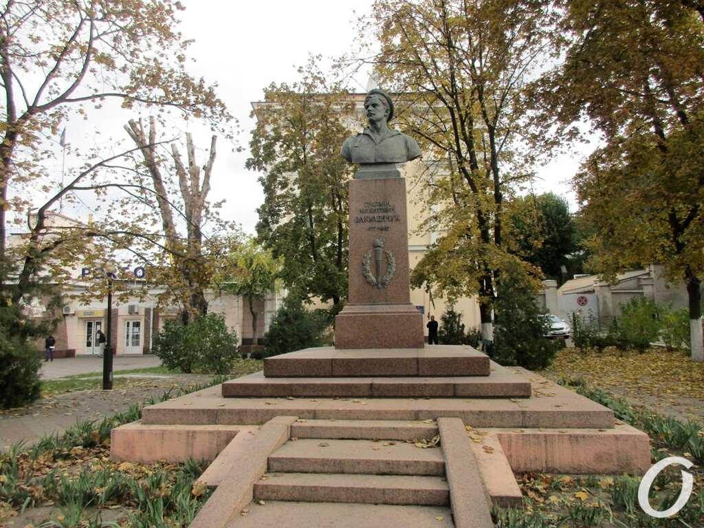 памятник Вакуленчуку в Одессе