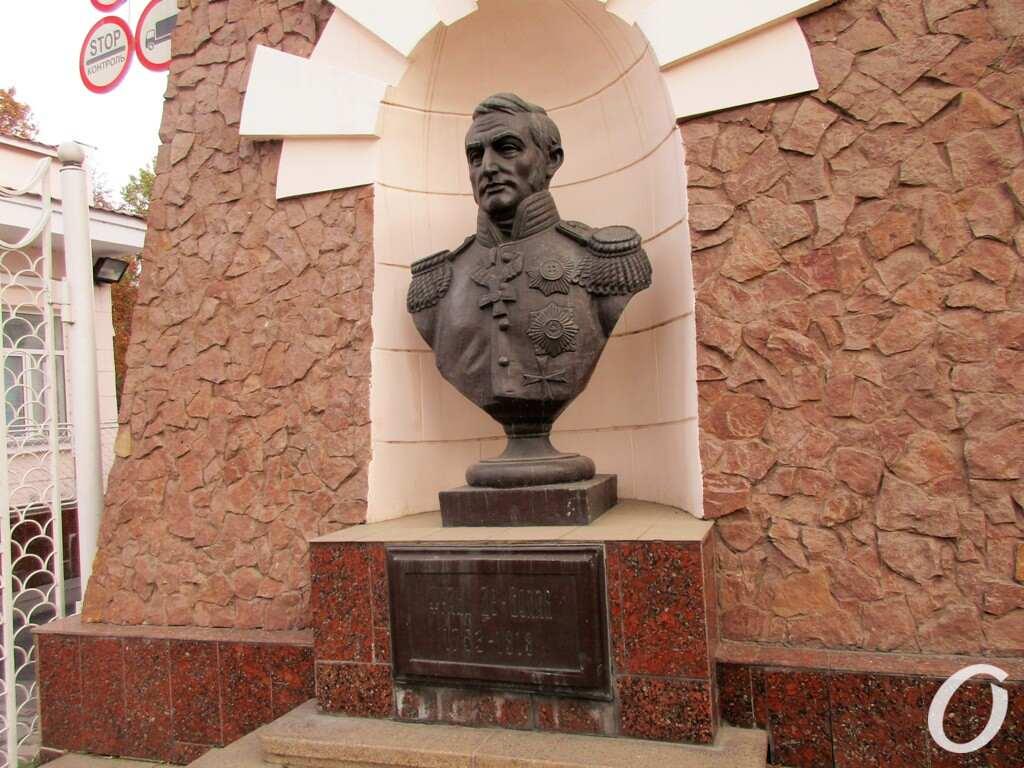 порт Одессы, памятник Деволану