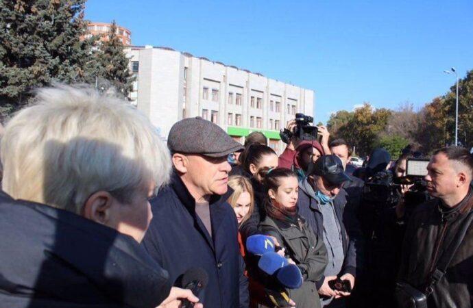 В Одессе к митингующим рестораторам не вышел никто кроме мэра (фото)