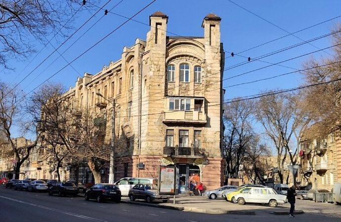 Одесситы собственноручно взялись за спасение своего дома-памятника архитектуры (фото)