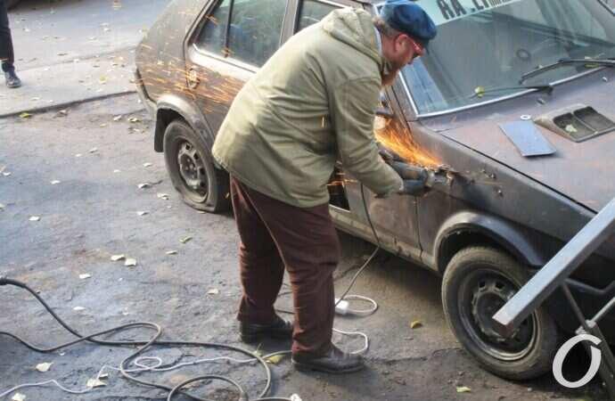 В Одессе ради краба разрезали автомобиль (фото)