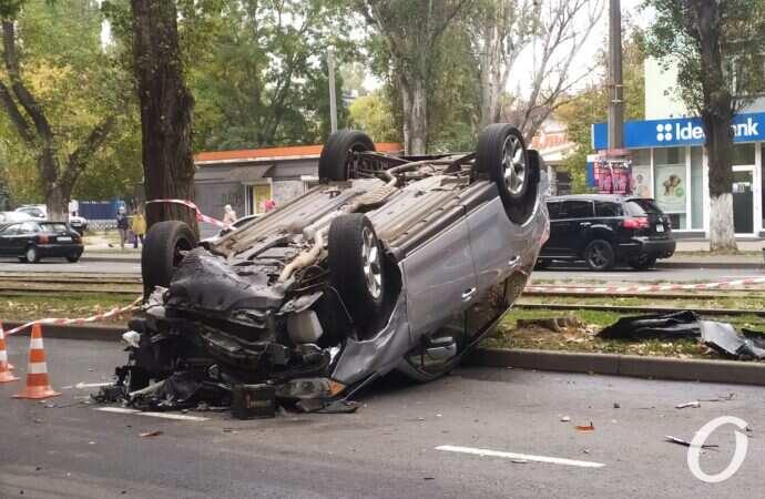 В Одессе в ДТП попали сразу четыре машины, одна перевернулась – фото