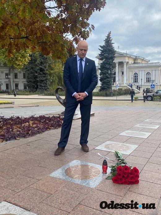 Геннадий Труханов почтил память Михаила Жванецкого на Аллее Звезд