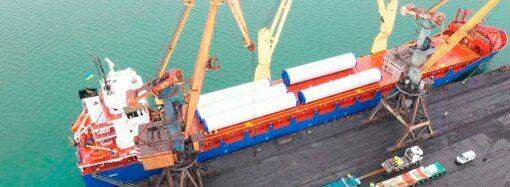 В порту «Южном» под Одессой выгружают запчасти для гигантских ветряков (фото) (видео)