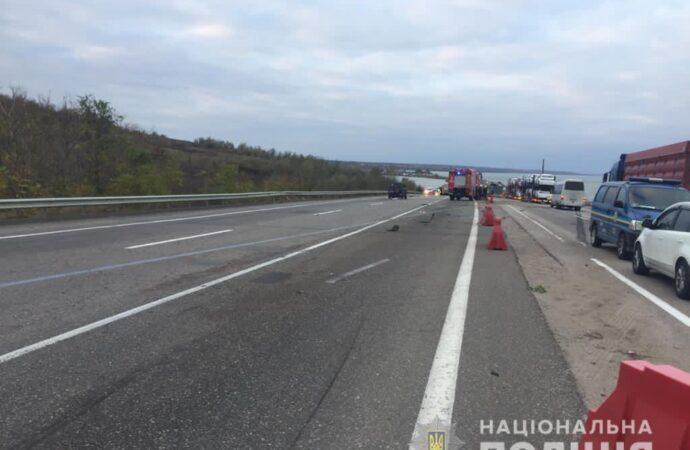 На трассе Одесса-Киев столкнулись два автомобиля: есть жертвы (фото)