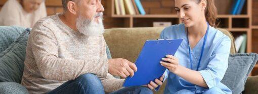 Новый законопроект: квартира станет платой за уход за пожилыми?