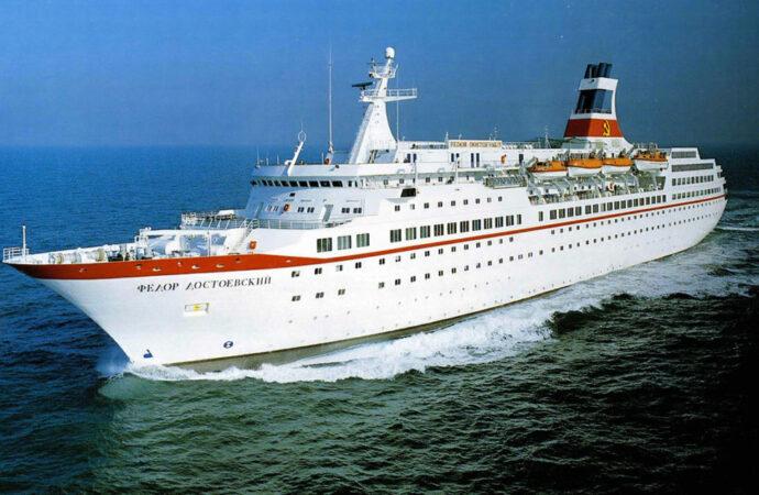 Бывший флагман Черноморского пароходства отправили на металл (видео)