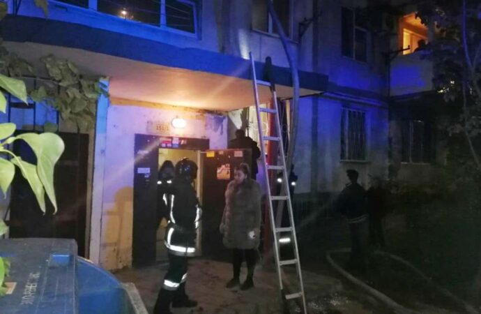 В Одессе на поселке Котовского горела квартира: спасли человека (фото)