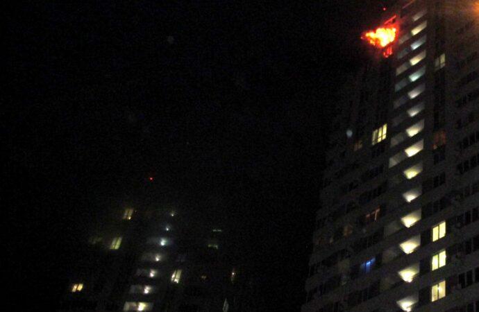 В Одессе загорелась жилая высотка: полыхала квартира на 25-м этаже (видео)