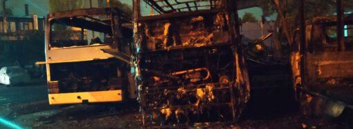 В Одессе ночью горели автобусы (фото)
