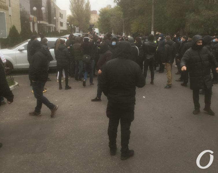 полиция, перекрыта улица