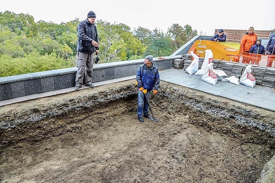 на Приморском бульваре в Одессе идут раскопки