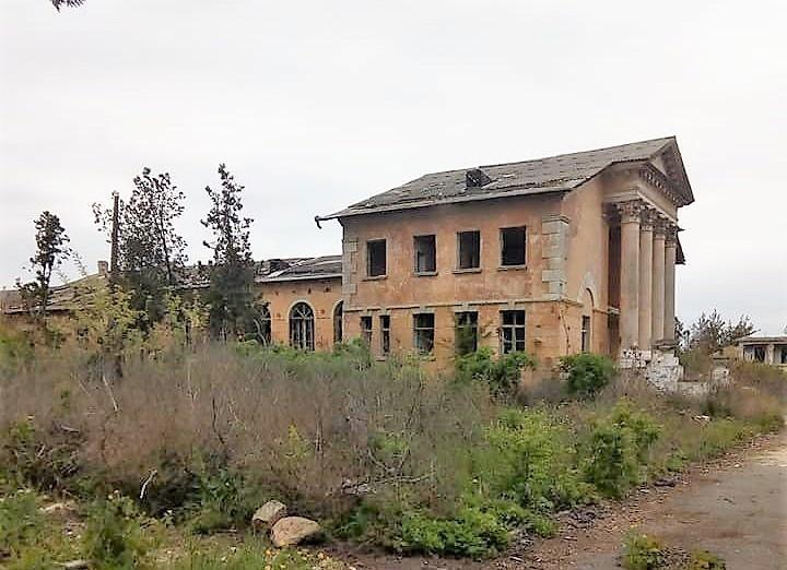 санаторий в Черноморке перед сносом