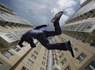 Суицид на Марсельской: в Одессе молодой мужчина вышел в окно на 10-м этаже