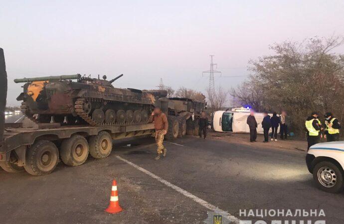 Под Одессой военный тягач с БМП сбил пассажирский микроавтобус (фото)