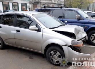 Одесситка угнала такси и устроила ДТП (видео)