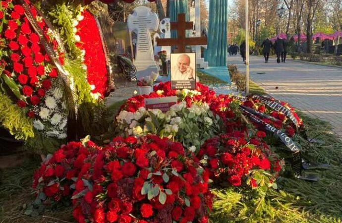 Великого одессита Жванецкого проводили в последний путь аплодисментами