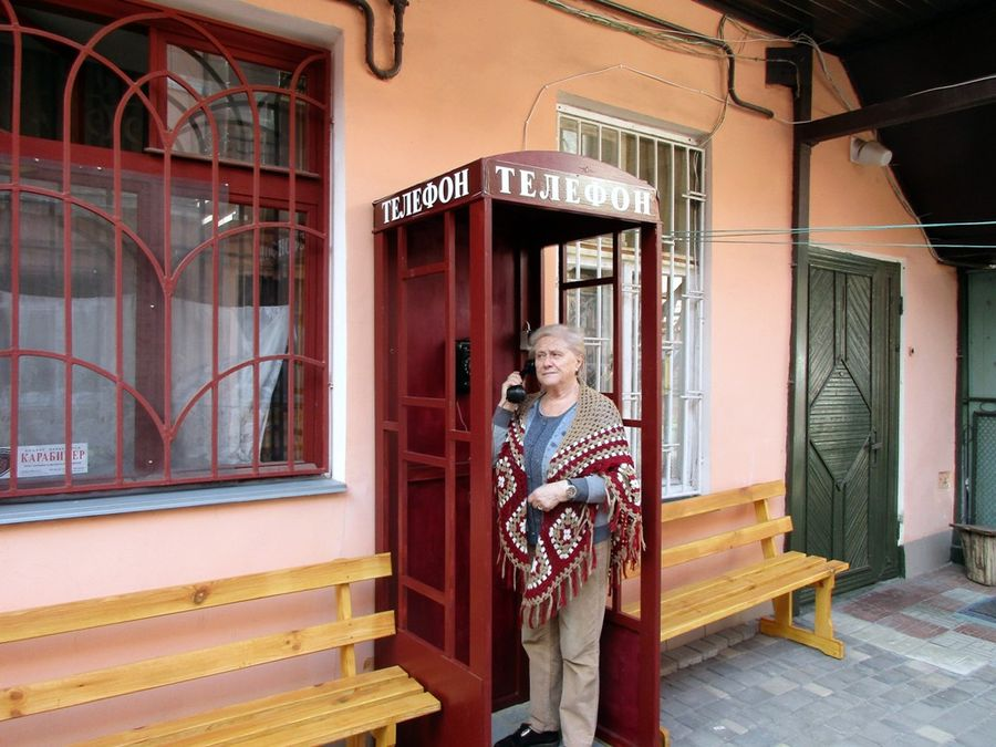 телефонная будка с песнями утесова