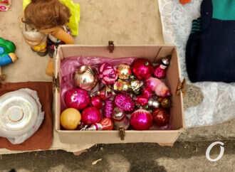 Прогулка по предновогодней одесской Староконке: сколько стоят винтажные гирлянды и шарики? (фото)