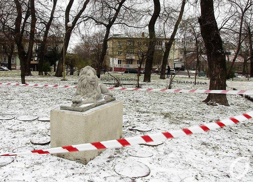 сквер Мечникова, скульптура