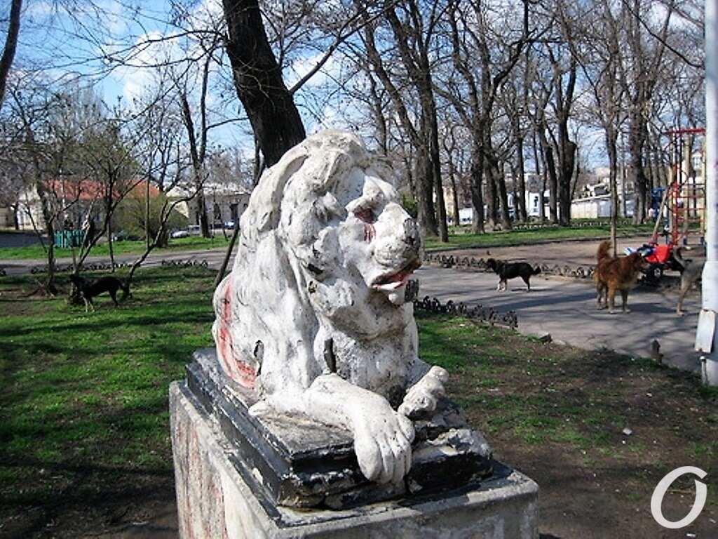 сквер Мечникова, старый лев
