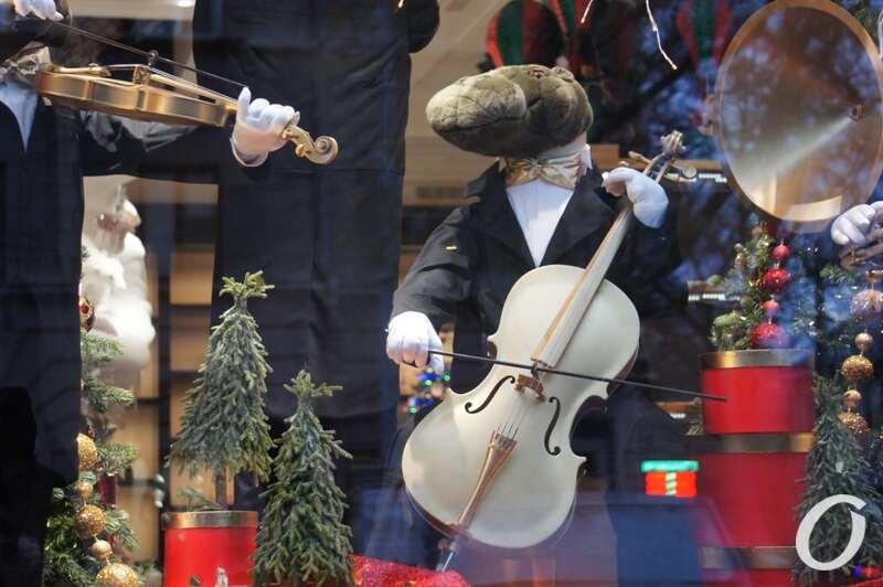 Новогодняя витрина, забавный оркестр