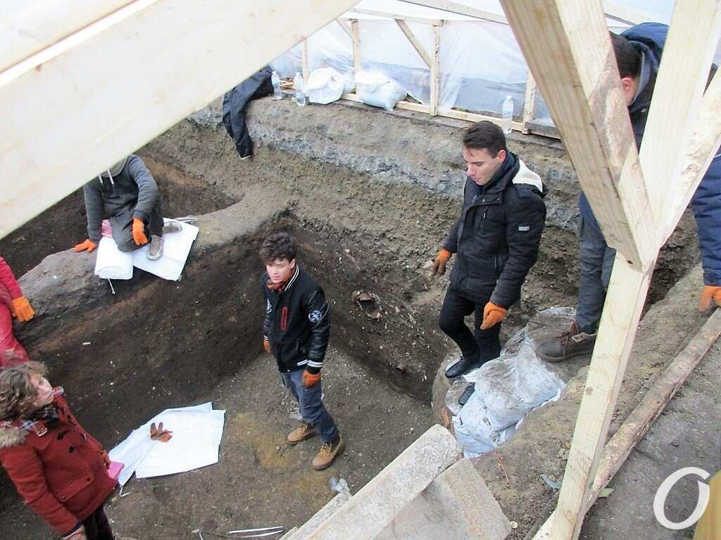 раскопки на Приморском бульваре, студенты