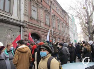 Митинг с раритетом: одесситы выступают против сноса исторического здания типографии (фото)