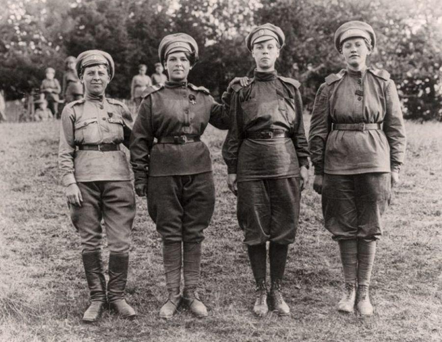 девушки-кавалеристки